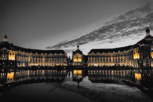 La place de la Bourse de nuit à Bordeaux